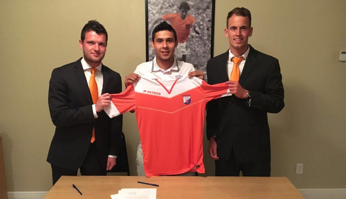 Oscar Camacho third player men's team